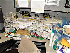 messy-cubicle1